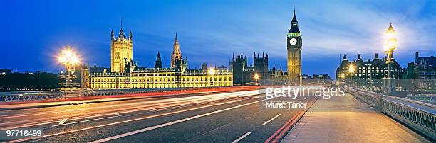 illuminated government building - ウェストミンスター橋 ストックフォトと画像