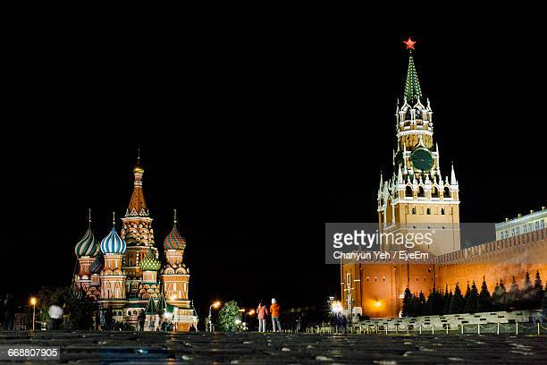 illuminated historic buildings at red square in moscow kremlin against sky at night - red square stock pictures, royalty-free photos & images