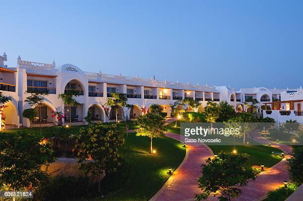 illuminated hotel path - sharm el sheikh foto e immagini stock