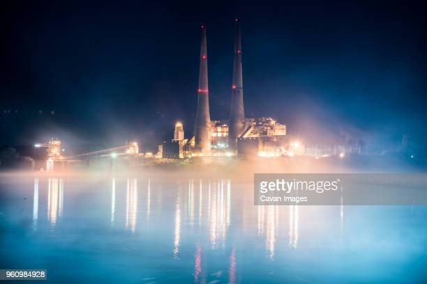 illuminated industry against sky at night - オハイオ川 ストックフォトと画像
