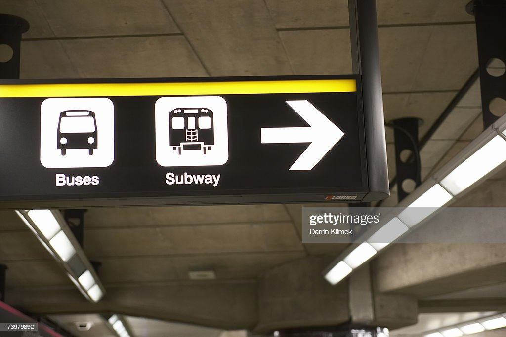 Illuminated information sign in subway platform : Stockfoto