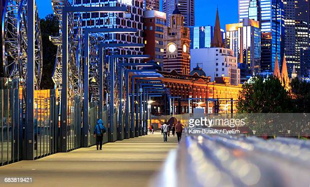illuminated modern city buildings along street during night - melbourne australia foto e immagini stock