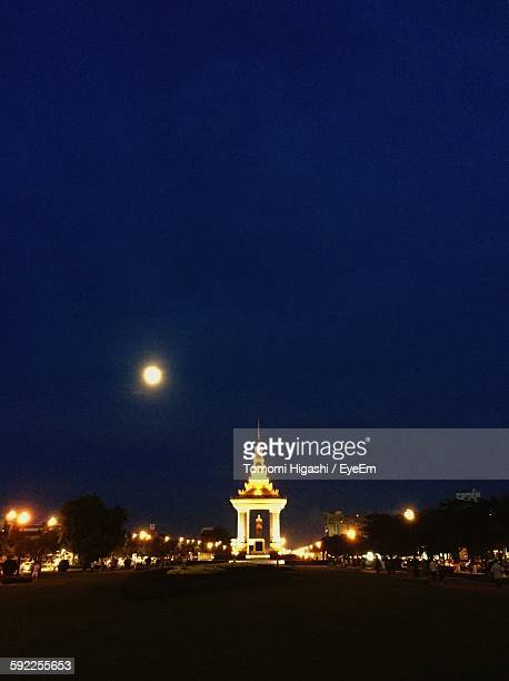 illuminated monument of norodom sihanouk statue against sky - norodom sihanouk stock pictures, royalty-free photos & images