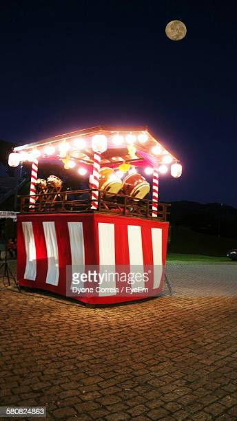 illuminated red stall at bon festival against moon in sky at night - ボン ストックフォトと画像