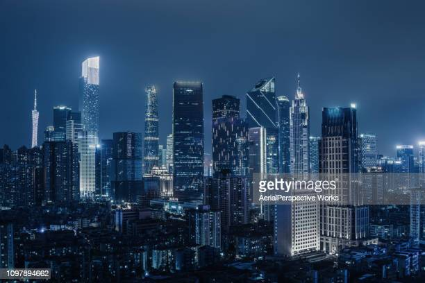 beleuchtete wolkenkratzer in guangzhou in der nacht - guangzhou stock-fotos und bilder
