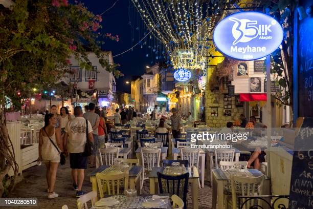 illuminated street restaurants at an alacati street at night. - emreturanphoto stock-fotos und bilder