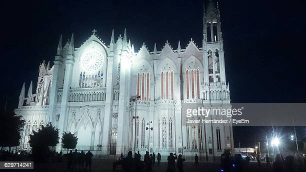 illuminated temple of the sacred heart of jesus at night - león mexico stock photos and pictures