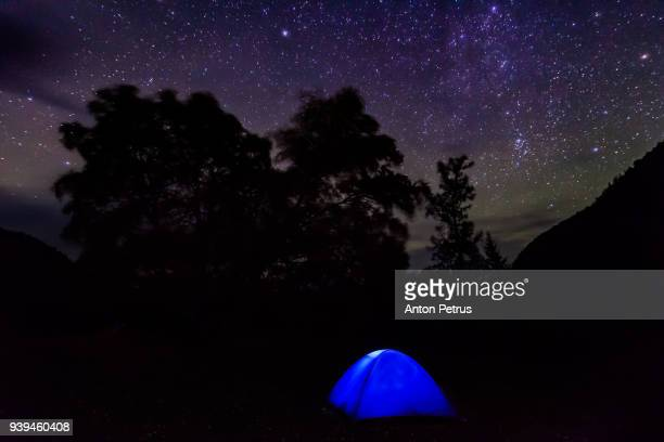 illuminated tent against the starry sky - base camp stock pictures, royalty-free photos & images
