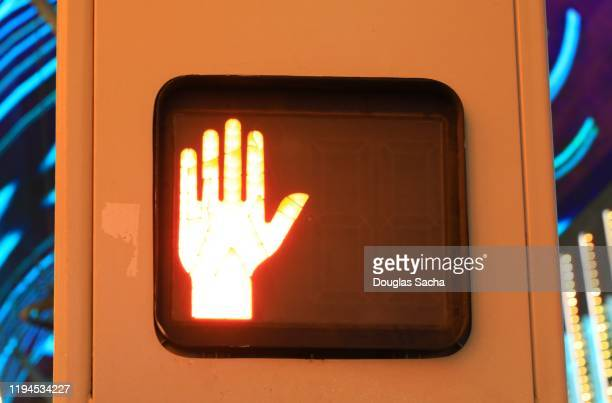 illuminated universal crosswalk sign for pedestrians - walk don't walk signal stock pictures, royalty-free photos & images