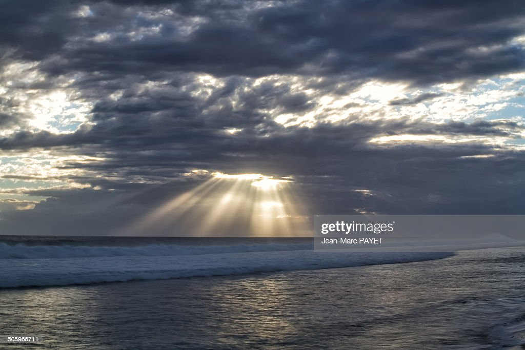 Illuminating Sunbeams : Photo