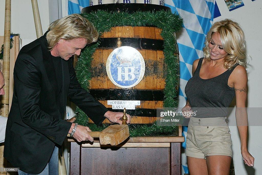 Pamela Anderson And Hans Klok Kick Hofbrauhaus' Oktoberfest : News Photo