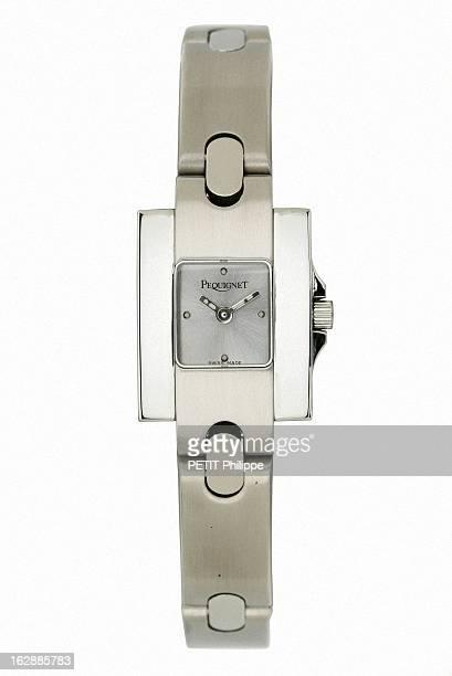 Illustration 'Heures D'Ete' Watches Elancée montre Moorea de Pequignet version féminine en acier brossé