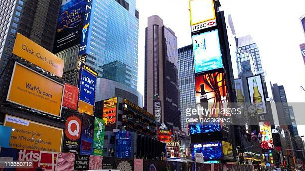 60 Top Times Square Illustration Pictures, Photos and Images - Getty