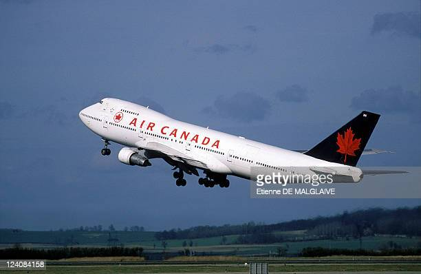 Illustration International Airlines In France In March 1998 B747 takeoff Air Canada