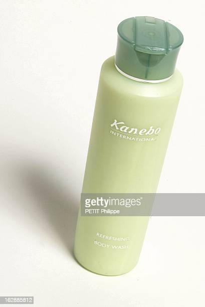 Illustration 'Le Rayon Vert' Douche exquise gel douche vivifiant en flacon de Kanebo