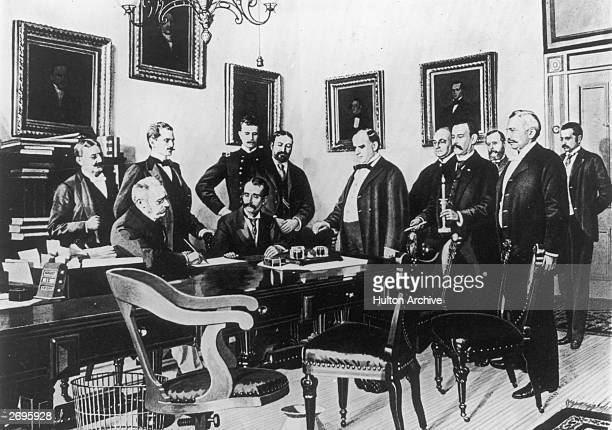 Illustration of the signing of the Peace Protocol during the Spanish American War, Washington, D.C., which features U.S. President William McKinley.