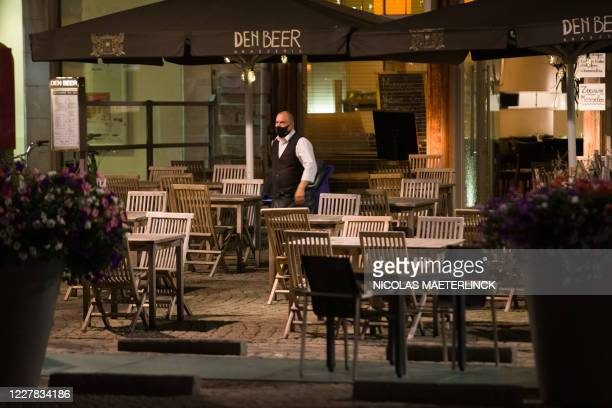 Illustration picture shows staff closing up a bar, in the city of Mechelen, where a 23h30 curfew is active since today, Wednesday 29 July 2020. The...