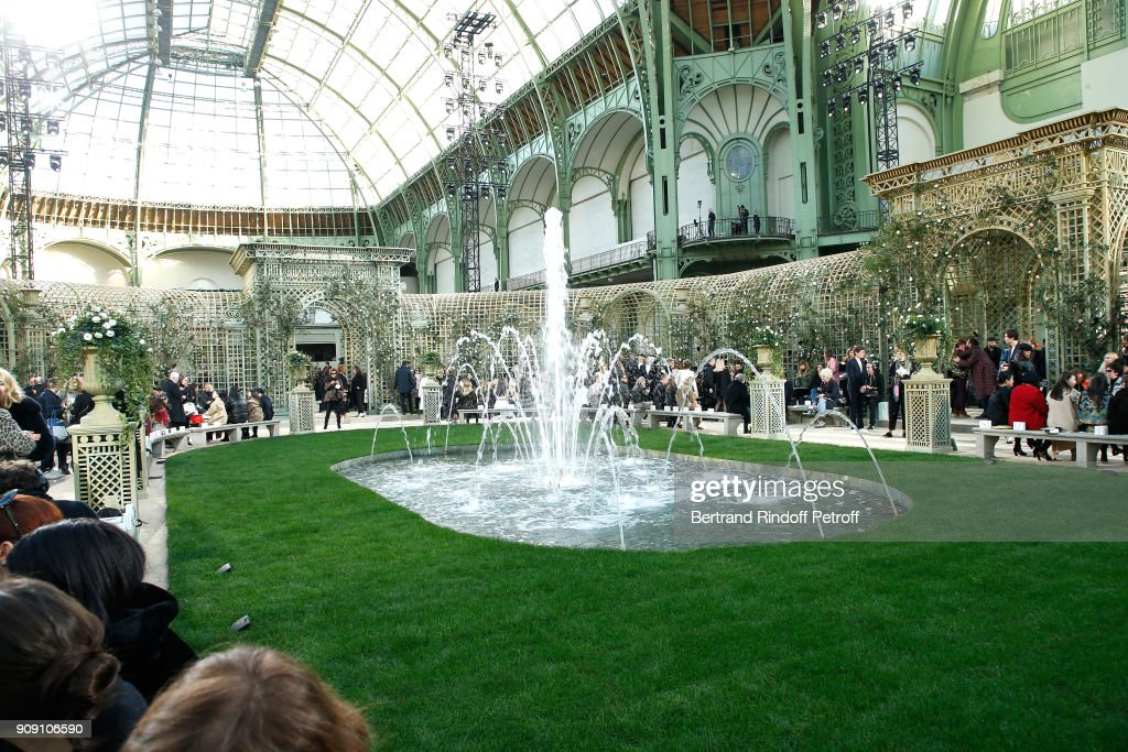 Chanel : Front Row - Paris Fashion Week - Haute Couture Spring Summer 2018 : ニュース写真