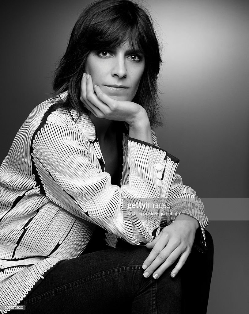 Illustrator Tiffany Cooper is photographed for Madame Figaro on November 18, 2015 in Paris, France. Jacket (Julien David), t-shirt (Jean Colonna), jeans personal. PUBLISHED IMAGE.