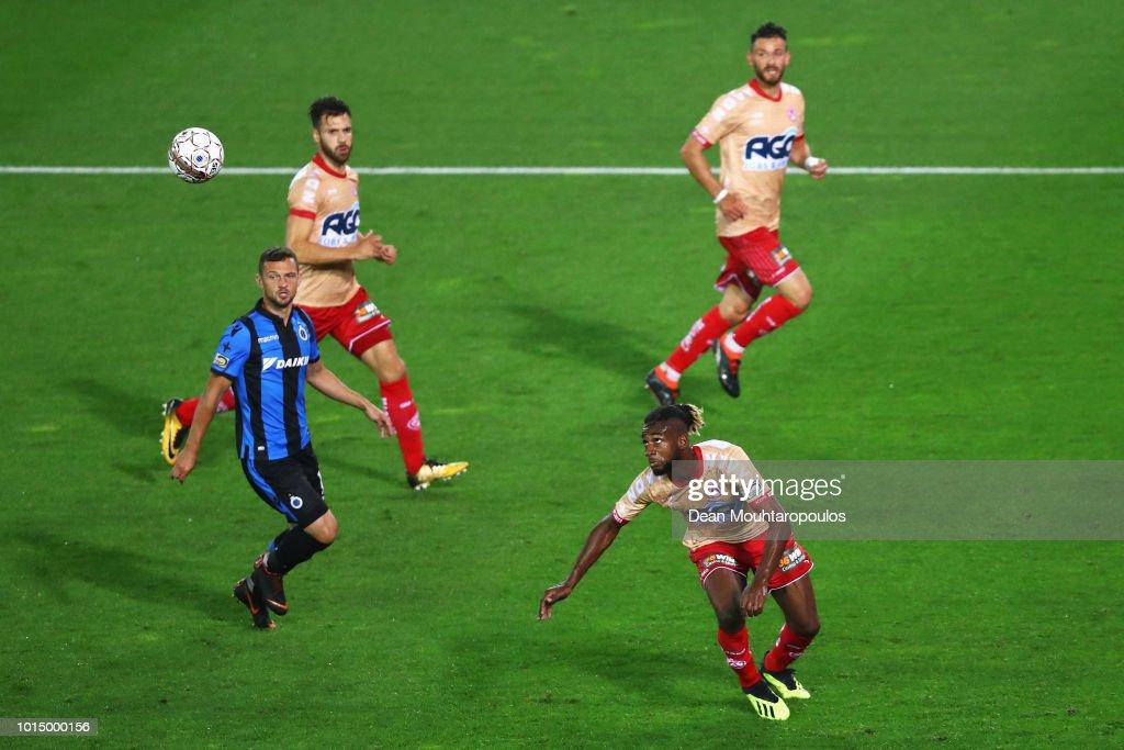 Ilombe Mboyo of KV Kortrijk heads on goal during the Jupiler Pro League match between Club Brugge and KV Kortrijk at Jan Breydel Stadium on August 10, 2018 in Brugge, Belgium.