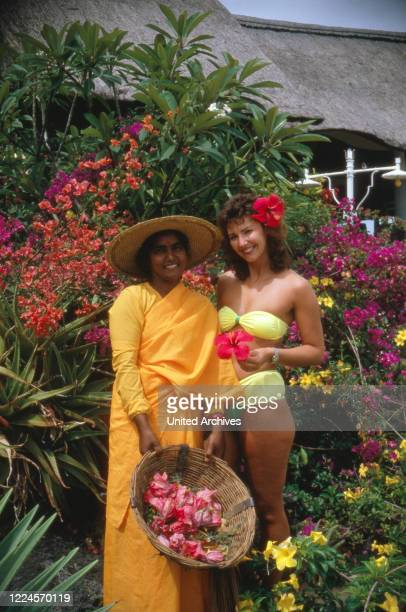 Ilona SchulzBaumgart the wife of the pop singer Klaus Baumgart of the singing duo Klaus Klaus poses with locals probably on holiday in the Bahamas...