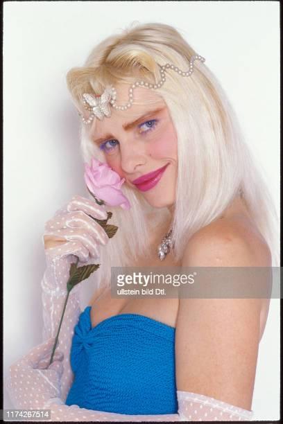 Ilona Staller PornoDarstellerin