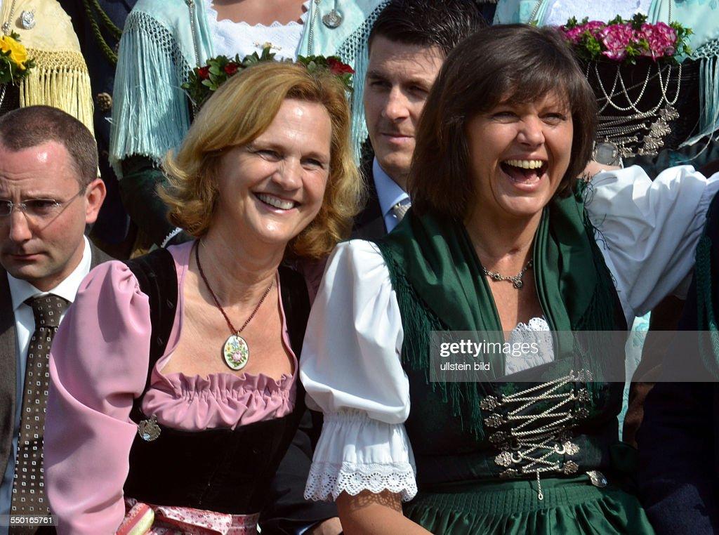 Ilse Aigner und Karin Seehofer (l) bei den Gebirgsschuetzen in Gmund : News Photo