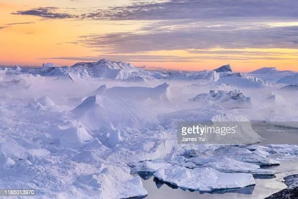 ilulissat iceberg - clima polare foto e immagini stock