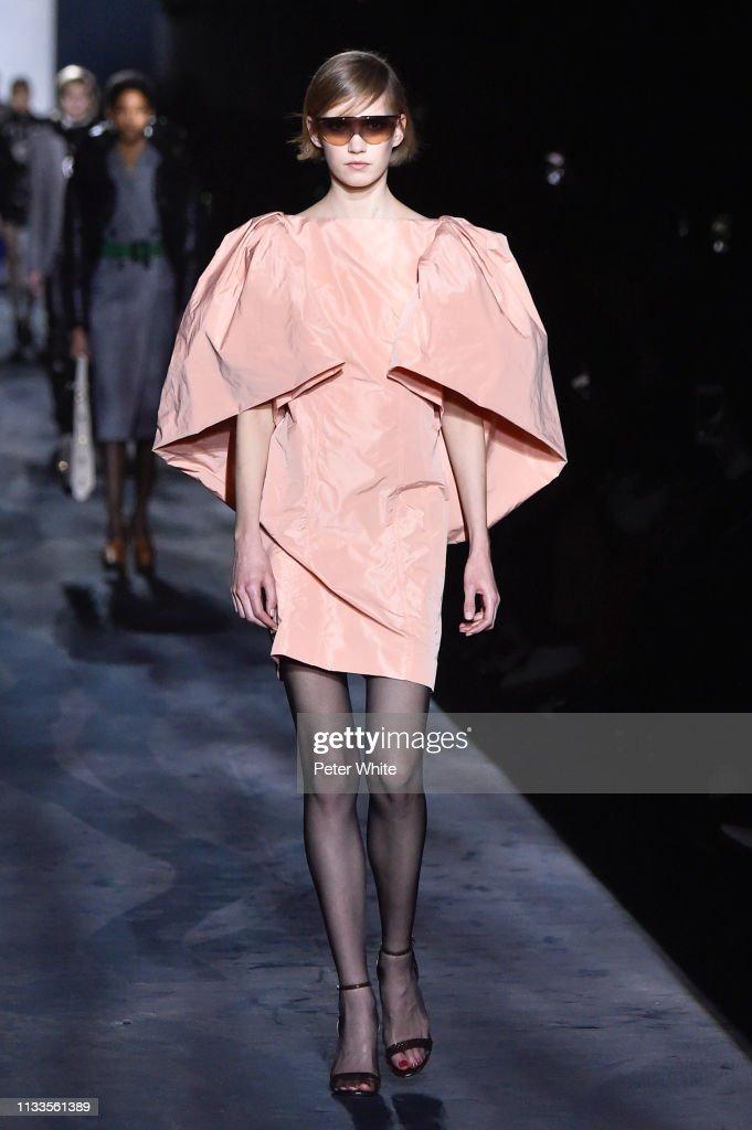 Givenchy : Runway - Paris Fashion Week Womenswear Fall/Winter 2019/2020 : Nachrichtenfoto