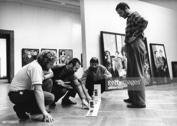 Im Dresdner Albertinum an der Brühlschen Terrasse werden im September 1987 die Gemälde ausgewählt welche auf der X und letzten Kunstausstellung der...
