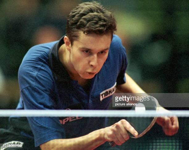 Im Finale des HerrenEinzel der 35 Tischtennis German Open in der Bremer Stadthalle unterliegt der WeltranglistenErste Wladimir Samsonow aus...
