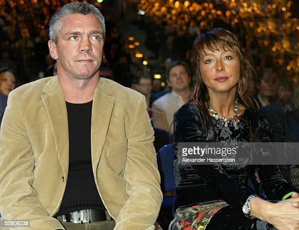 Im Halbschwergewicht 2003, Hamburg; Dariusz MICHALCZEWSKI/POL - Julio Cesar GONZALEZ/MEX; Graciano ROCCHIGIANI mit Ehefrau Christine ROCCHIGIANI