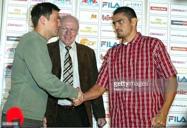 WM 2003 im Halbschwergewicht Hamburg Dariusz Michalczewski/POL Julio Cesar GONZALEZ/MEX Pressekonferenz Dariusz Michalczewski Julio Cesar GONZALES...