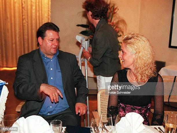 Im Hamburger Restaurant'WOLLENBERG ', Trainer Frank PAGELSDORF mit Ehefrau KATRIN