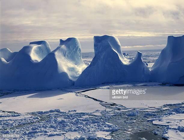 Im KosmonautenMeer bizarre Eisformationen 1999