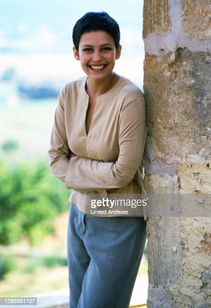 "Im Moderatorenteam der Sendung ""Call TV"" bei RTL2: Andrea Wieser auf Mallorca, Spanien 2000."