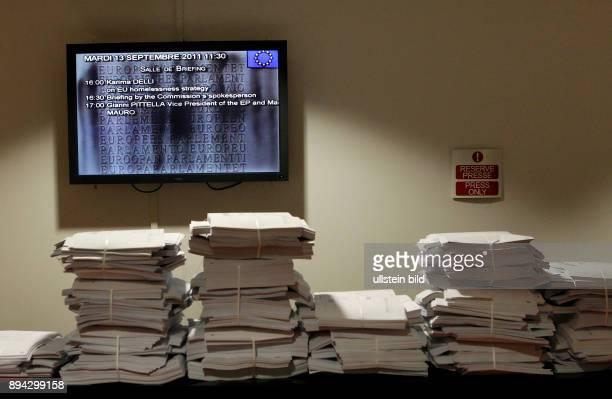 Im Pressezentrum des Europaeischen Parlamentes in Strasbourg liegen die Dokumente in den Landessprachen Alle Dokumente werden in jede der 23...