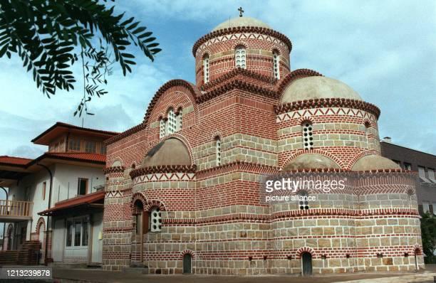 Im Stil der byzantinischen Baukunst des 14Jahrhunderts ist in Hannover der Neubau für ein serbischorthodoxes Kirchenzentrum entstanden Es wurde nach...