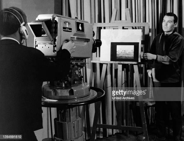 """Im Verlauf der ZDF Nachrichtensendung """"heute"""" werden Bilder gezeigt, um 1960er Jahre."""