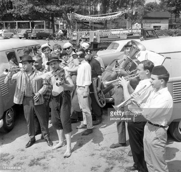 Im Zeichen zahlreicher AmateurBands standen bei strahlendem Sonnenschein die in Berlin traditionellen Herrenpartien am Himmelfahrtstag Seit den...