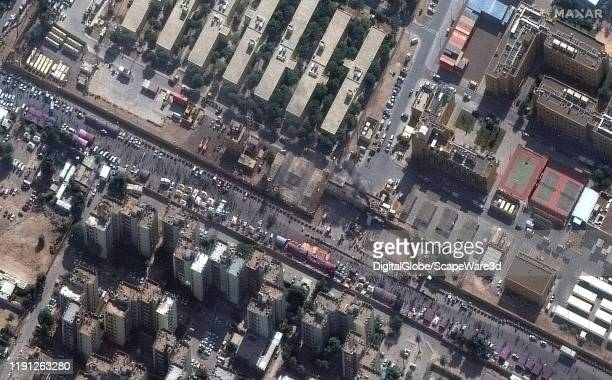 Image 1. Crowds at the eastern entrance of the United States Embassy compound in Baghdad, Iraq. Please use: Satellite image 2019 Maxar Technologies.