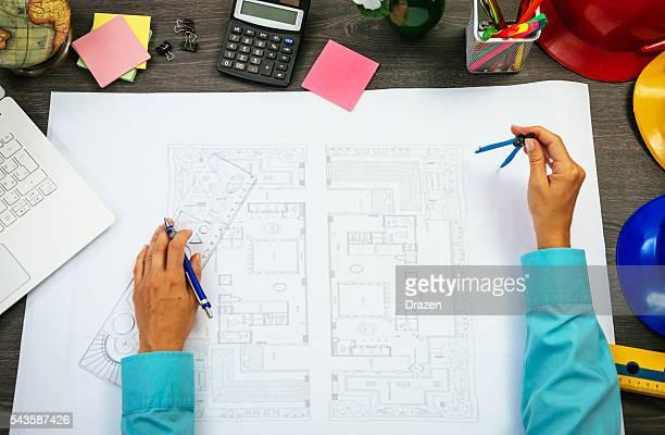 Imagen del arquitecto de medición y modificar cianotipo
