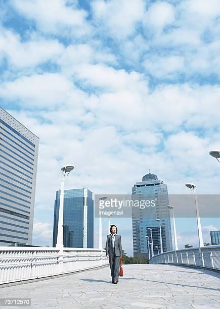 image of commuting - 歩道橋 ストックフォトと画像
