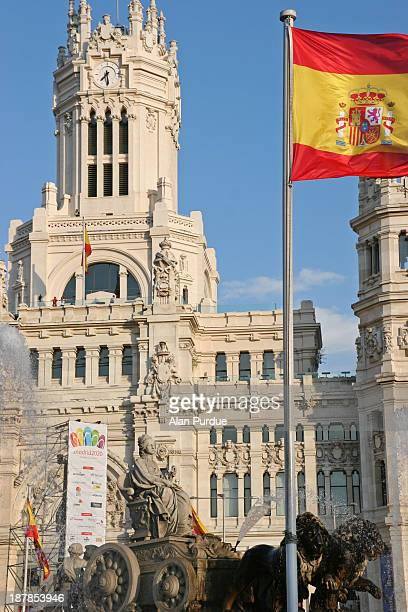 Image of Madrid Town Hall and the statue of Cibeles, moments after the disapointment of the city being eliminated from the race to host the Olympics...