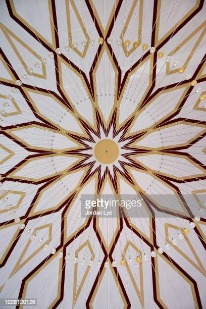 Image of the ceiling of Islamic art