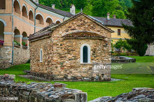 セルビア正教会修道院スチューテニカ、セルビア、ヨーロッパの画像 - 僧院 ストックフォトと画像