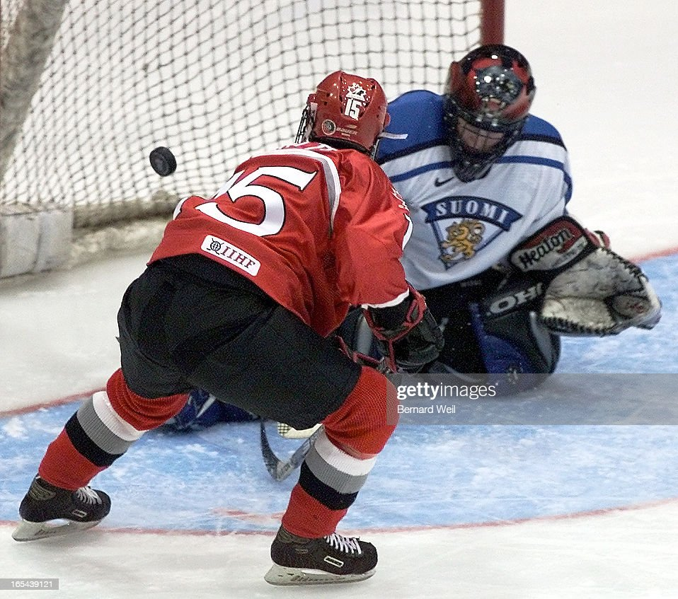 DIGITAL IMAGE-Canada's Danielle Goyette scores on Finland's Tuula Puputti in the first period during : News Photo
