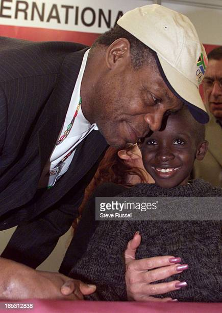 IMAGEDanny Glover make an appearence for orphans and an impression on AIDS orphan Nkosi Johnson the spokeskid for the AIDS 2000 Conference in Durban...
