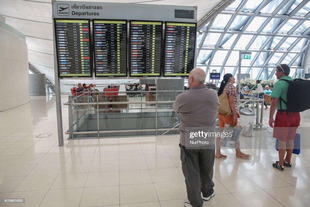 Departure area and gates of Bangkok Suvarnabhumi Airport : Fotografía de noticias