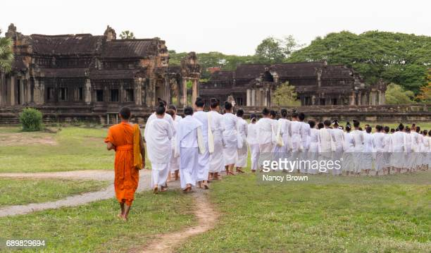 images of angkor wat in cambodia with and without people a unesco site. - gelovige stockfoto's en -beelden